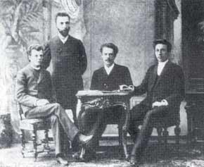 А.С. Аренский (за столиком) с выпускниками Московской консерватории С. Рахманиновым (справа), Н. Морозовым и Л. Конюсом